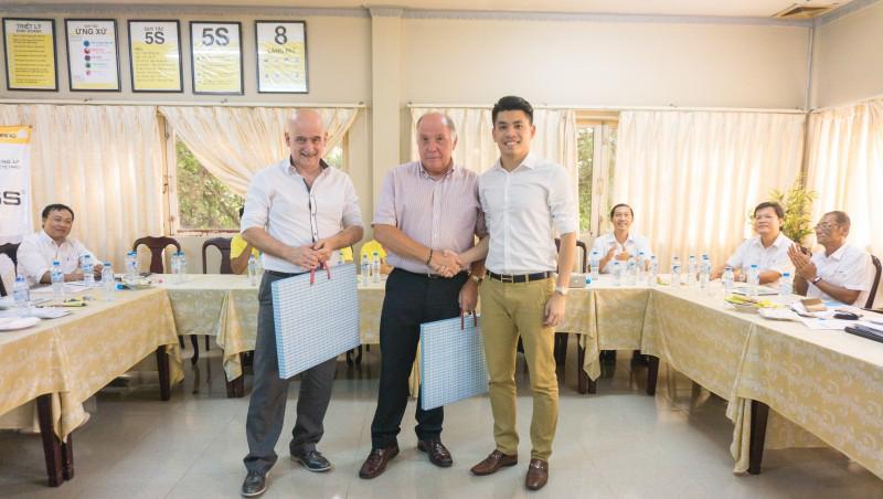 Ông Lê Quốc Cường - Phó Tổng Giám đốc HASS gặp gỡ với các chuyên gia người Anh