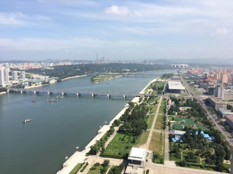 Toàn cảnh Bình Nhưỡng với dòng sông