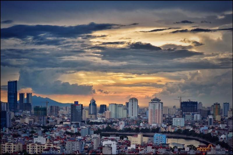 Nhà cao tầng ở Hà Nội (Ảnh: KTS Nguyễn Phú Đức)