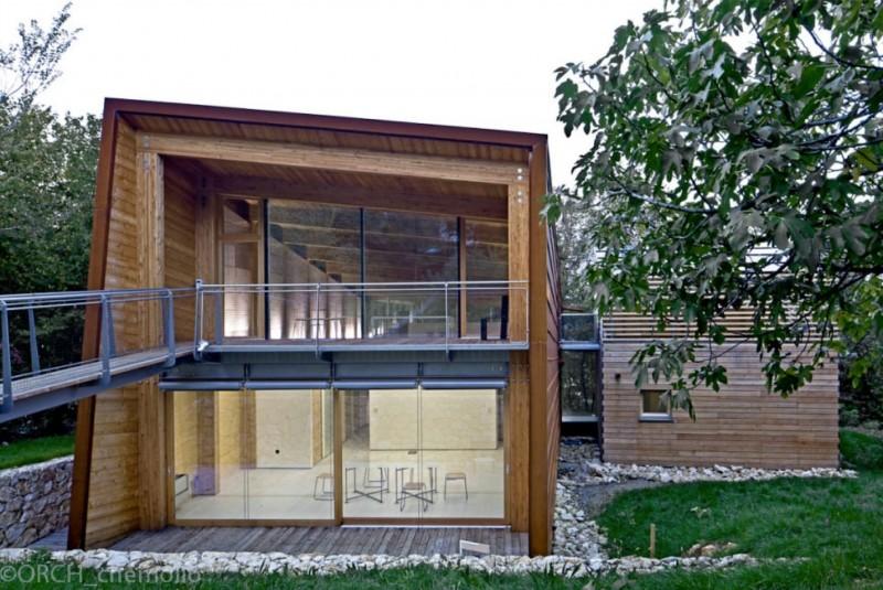 Công trình zero năng lượng ở Vicenza, Italy (KTS Traverso Vighy)  với vỏ bao che bằng gỗ + khung thép, chỉ sử dụng năng lượng mặt trời, địa nhiệt và củi (Nguồn: http://www.archdaily.com)
