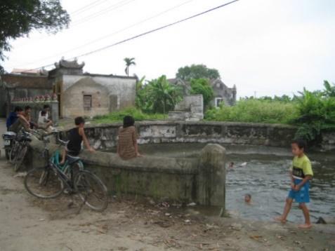 Giếng làng Khúc Thủy- Hà Nội trở thành bể bơi trẻ em vào mùa hè