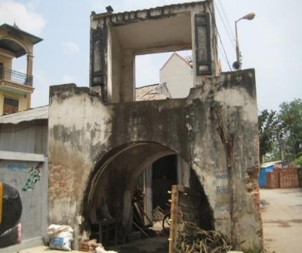 Cổng làng Cáo Đỉnh (Hà Nội) xuống cấp