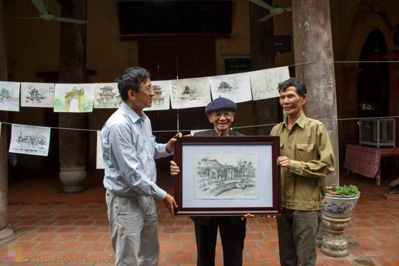CLB Di sản làng Việt tổ chức thi vẽ ký họa, trao bức tranh đẹp nhất cho cộng đồng. Một cách tiếp cận nâng cao nhận thức về giá trị di sản (làng Nôm -2016)