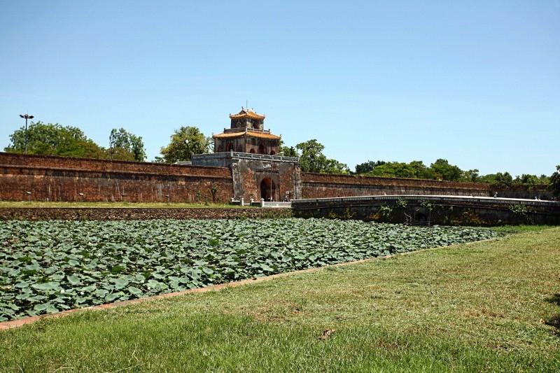 Mặt trước Kinh thành tại vị trí cửa Thể Nhơn (Cửa Ngăn)