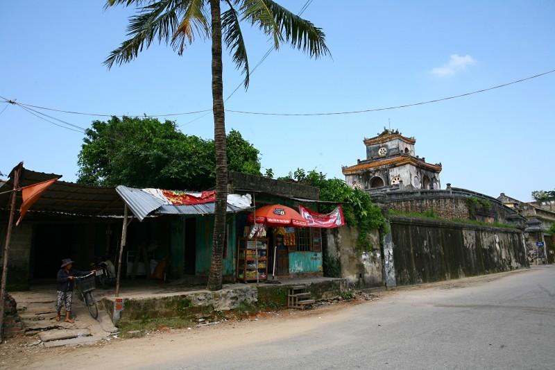 Nhà xây tại eo bầu ngay sát cửa Hậu (phía Bắc)