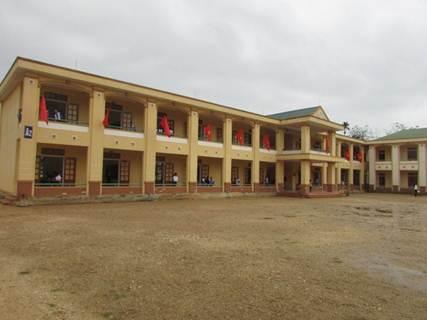 Do thiếu vốn đầu tư nên đến nay các học sinh tại trường Phổ thông DTNT THCS huyện Quế Phong vẫn chưa có ký túc xá để ở và các công trình giai đoạn 2 cũng đang phải triển khai chậm.