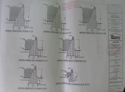 Do mực nước lũ hàng năm không lúc nào đến chân công trình nên dự án phê duyệt ban đầu xây tường rào bằng gạch lại không có rọ đá chống kè chống, nước lũ dâng cao bất thường đã gây thiệt hại nặng cho công trình trường Phổ thông DTNT THCS huyện Quế Phong.