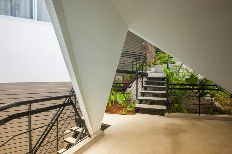 """Những bức tường góc cạnh lạ mắt tạo """"chất"""" riêng cho từng ngôi nhà nghỉ dưỡng riêng lẻ trong khu phức hợp"""