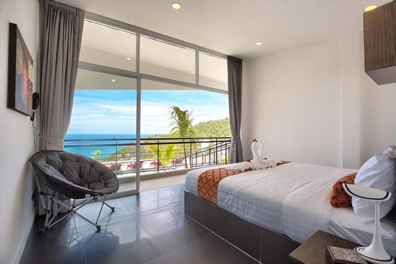 Phòng ngủ nhìn ra cảnh biển thơ mộng