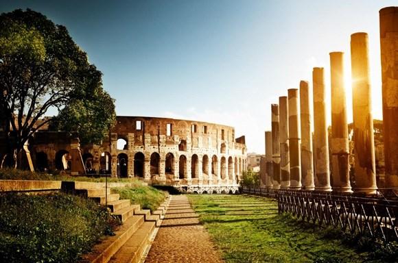 Người dân La Mã không phải trả bất cứ khoản tiền nào để có thể vào sân xem thi đấu hay các sự kiện tại đấu trường La Mã. Thêm vào đó, họ còn được cung cấp thức ăn miễn phí.