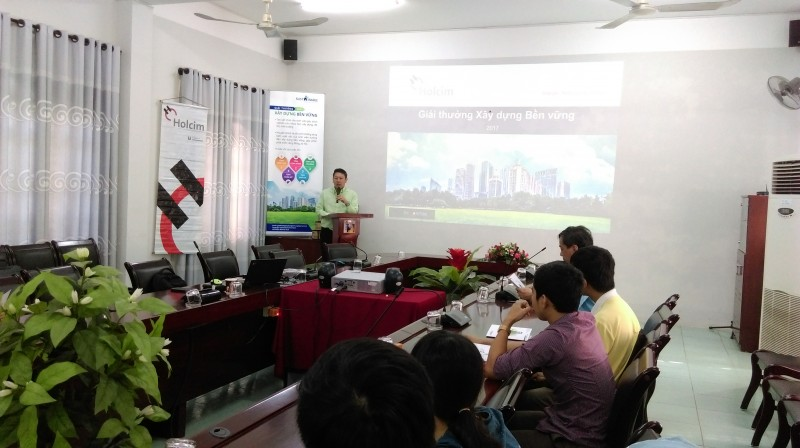 Ông Nguyễn Công Minh Bảo – Giám đốc Phát triển Bền vững phát biểu trong hội thảo