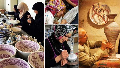 Người dân xứ Ba Tư sản xuất gốm thủ công.